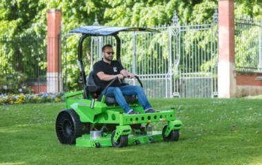 Donker Groep zet duurzame koers voort en kiest voor elektrische grasmaaiers